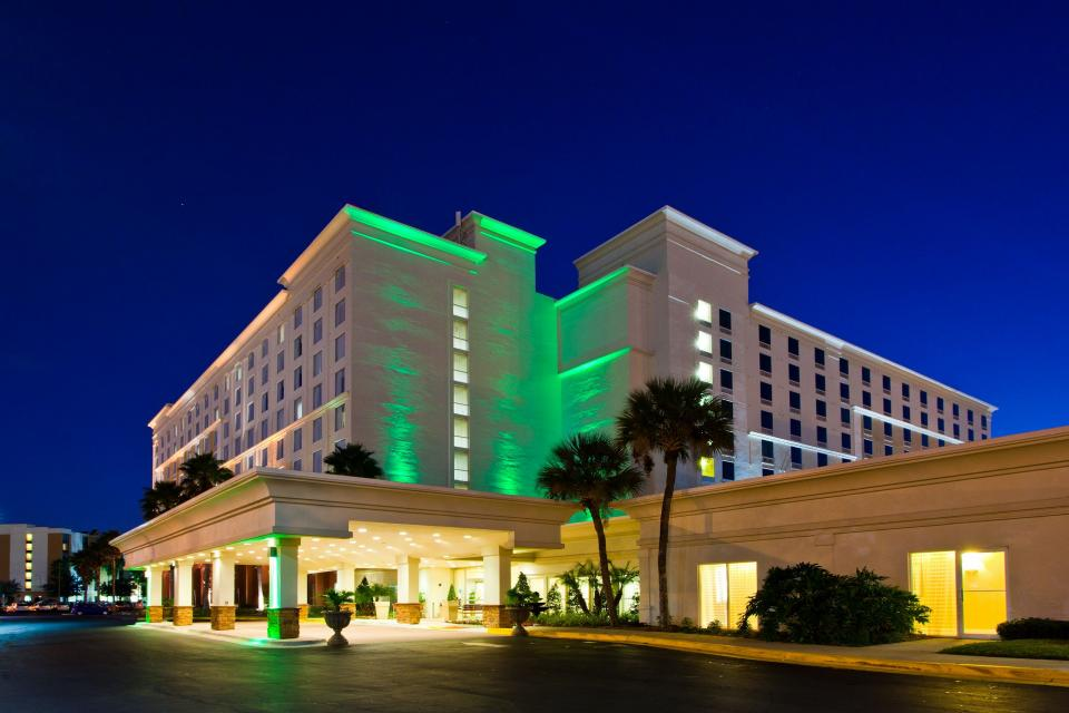 Free Hotel Giveaway Promotion Running Our Social Media to Universal Orlando Hotel